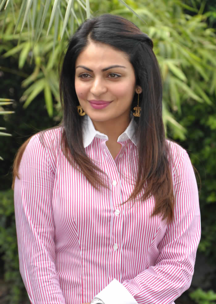 Neeru Bajwa Smile Photos