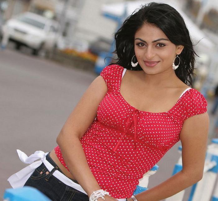 Neeru Bajwa Smile Pictures