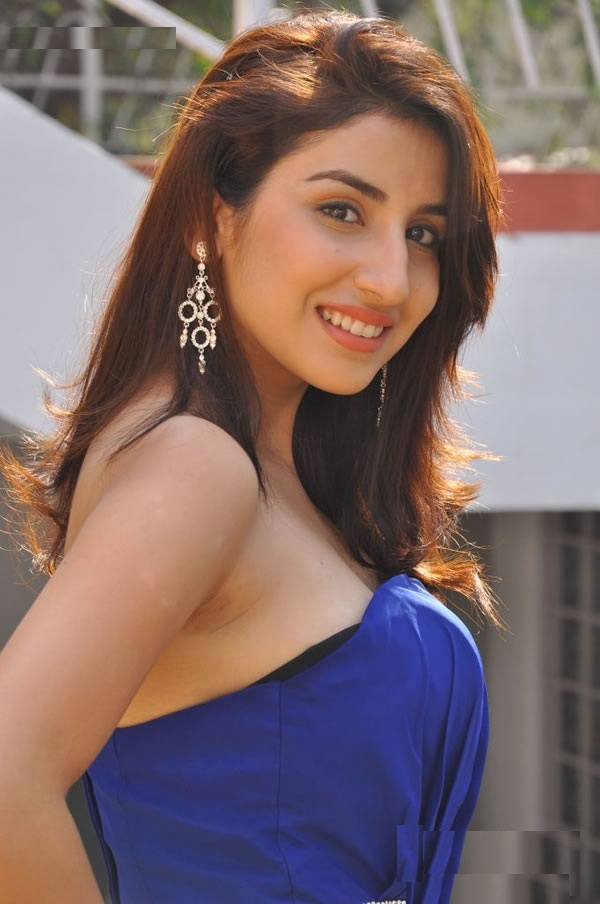 Parul Gulati New Stylish Photos