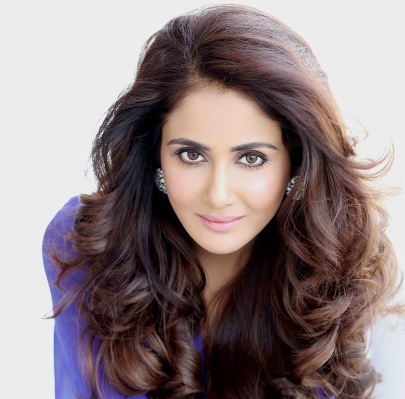 Parul Yadav Hair Style Pictures