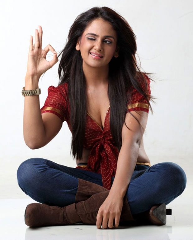 Parul Yadav Hot In Jeans Top