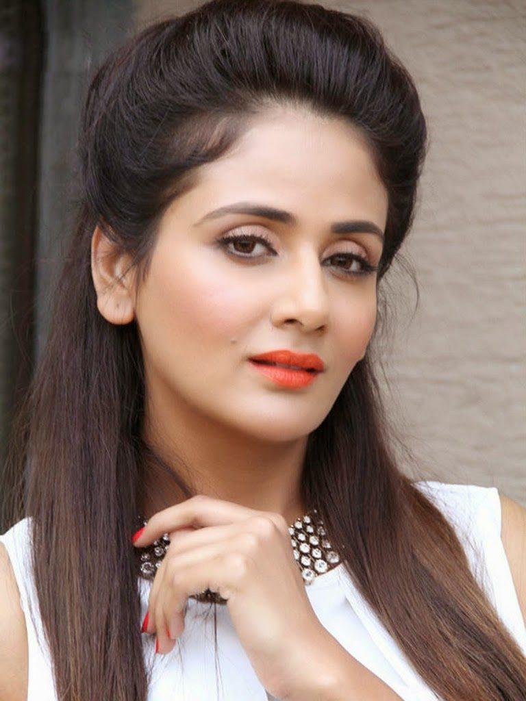 Parul Yadav Hot Navel Hd Images Shorts Saree Pics