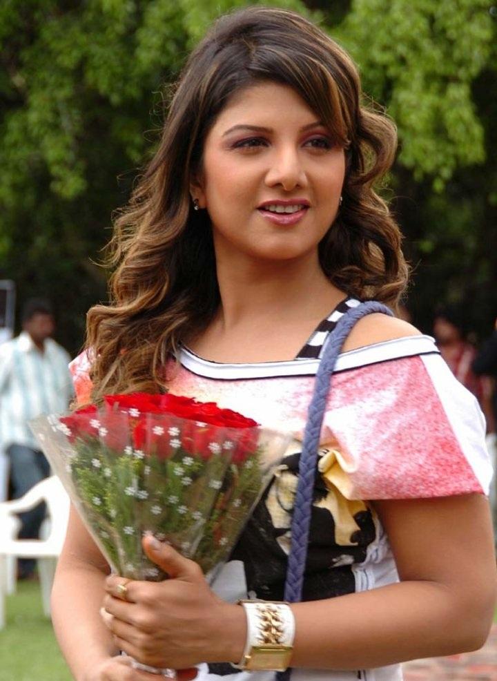 Rambha HD Pics With Flower