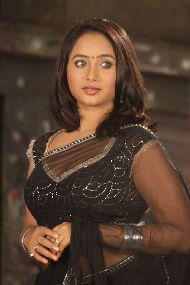 Rani Chatterjee Bold Pics In Black Saree
