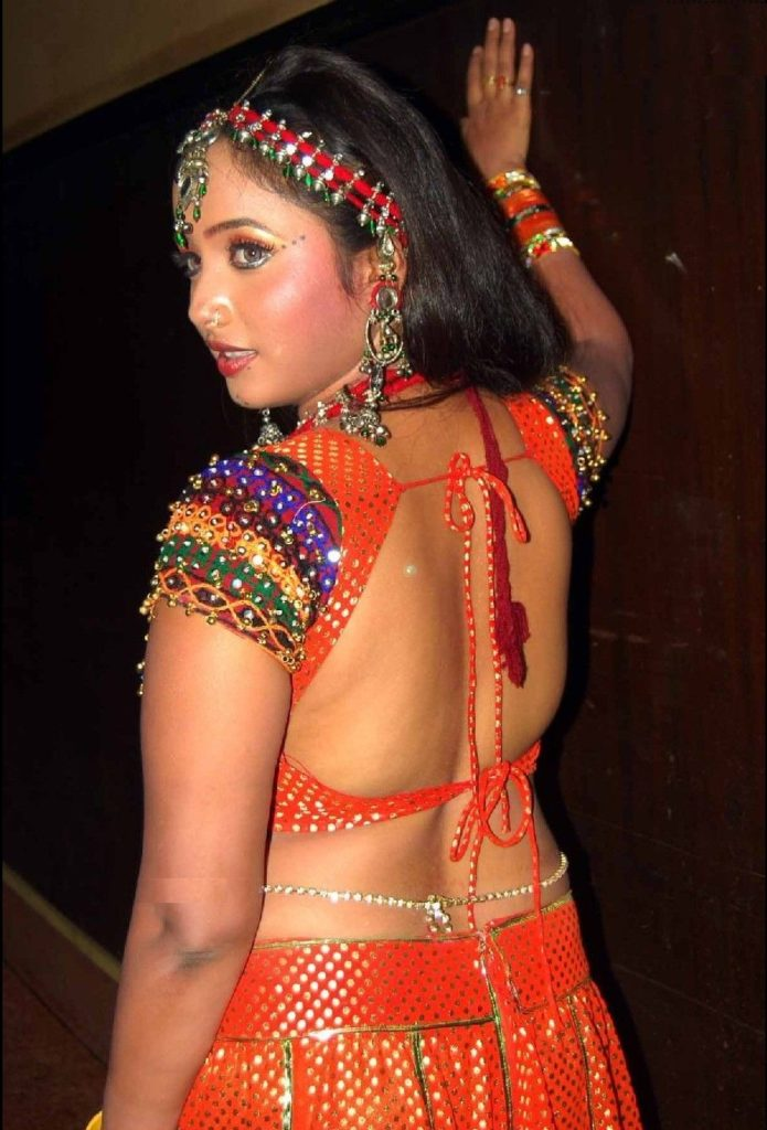 Rani Chatterjee In Backless Saree Pics
