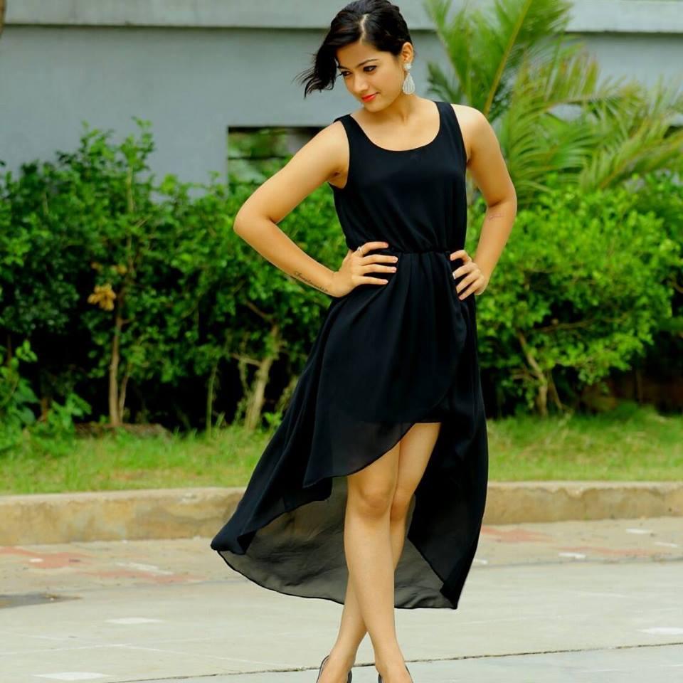 Rashmika Mandanna Sexy Legs Pics In Shorts