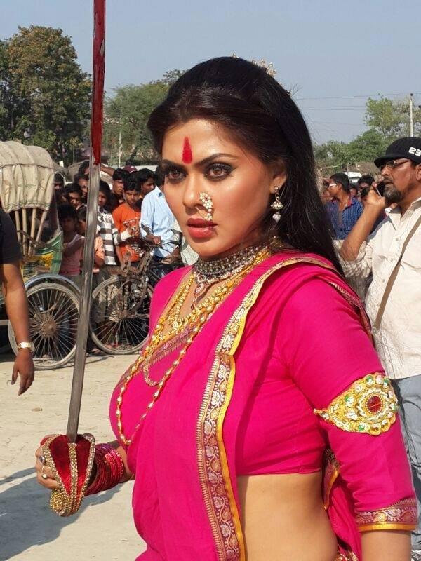 Rinku Ghosh Navel Pics In Saree