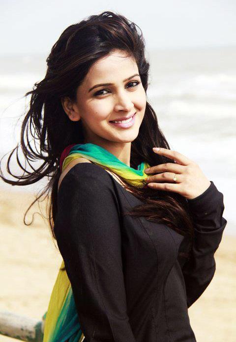 Saba Qamar Cute Smile Images