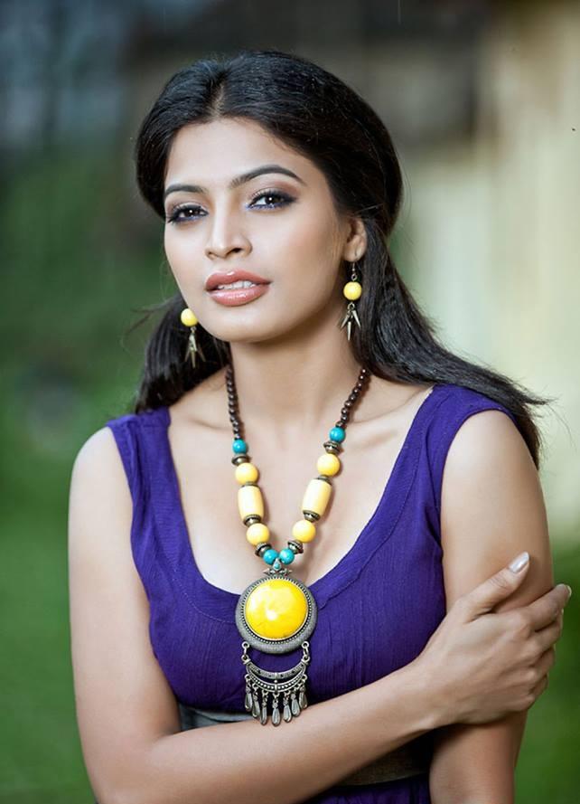 Sanchita Shetty Cute Pics