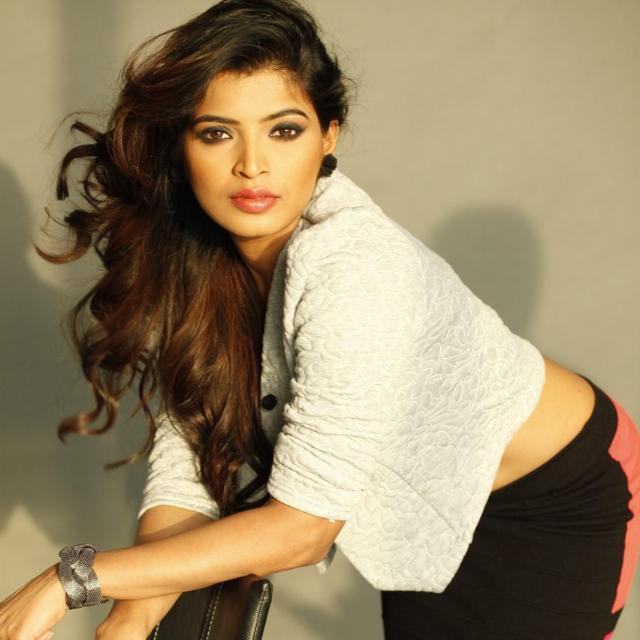 Sanchita Shetty Navel Photos