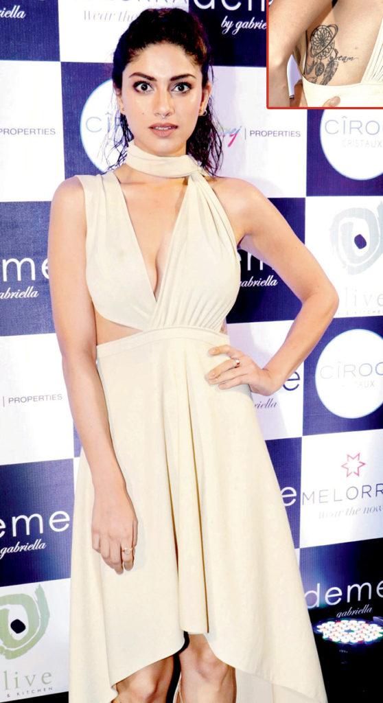 Sapna Pabbi At Award Show Pictures