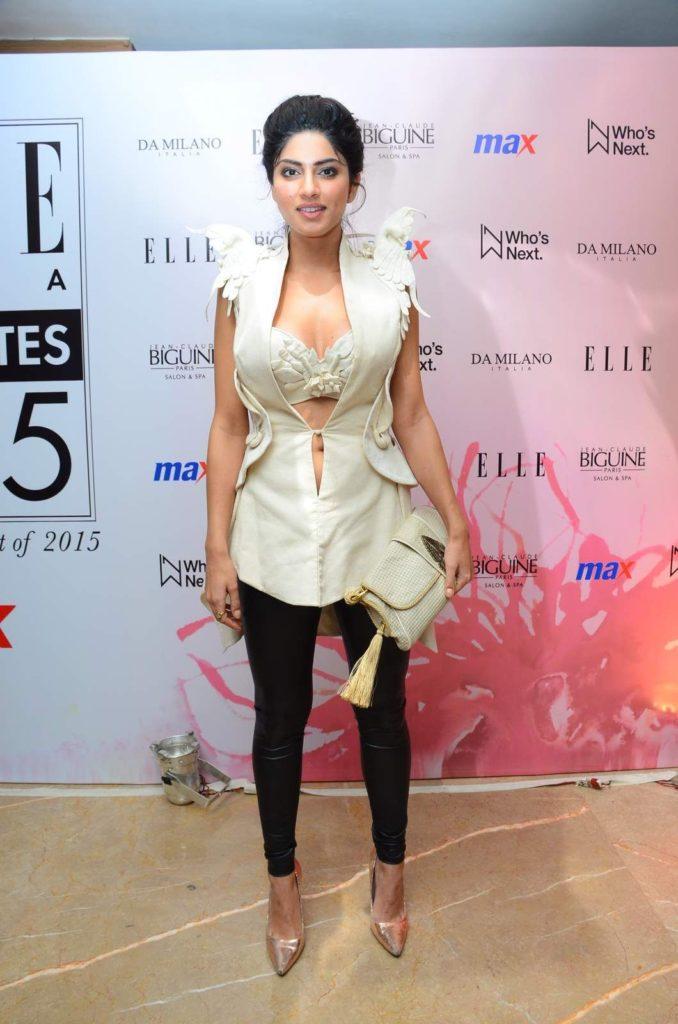 Sapna Pabbi HD Sexy Jeans Top Pics
