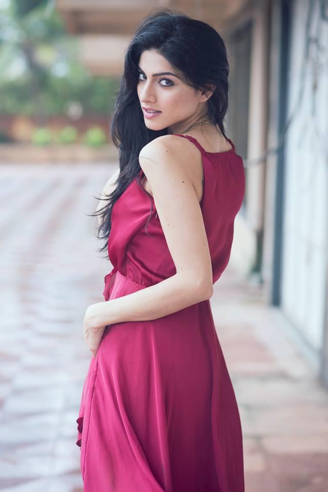 Sapna Pabbi Hot Pics