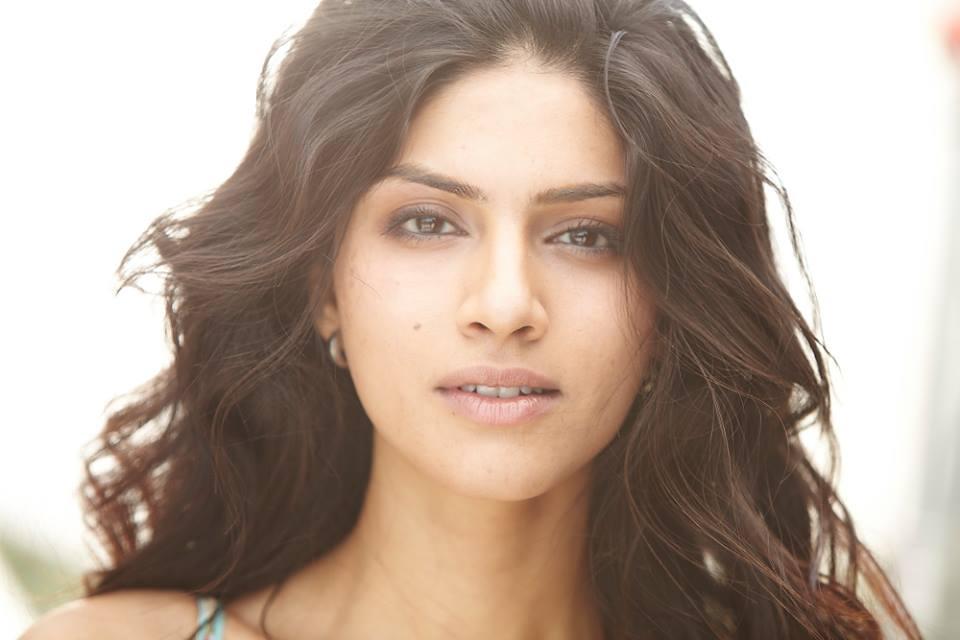 Sapna Pabbi New Stylish Photos