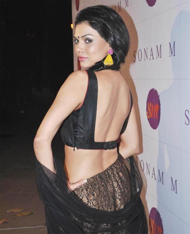 Sara Loren In Backless Saree Images