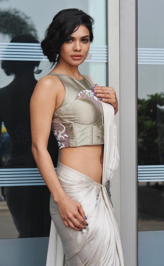 Sara Loren In Saree Pictures