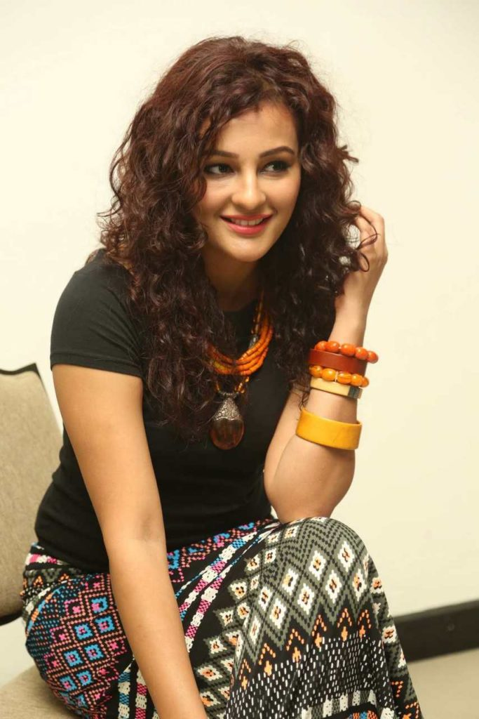 Seerat Kapoor HD Wallpapers