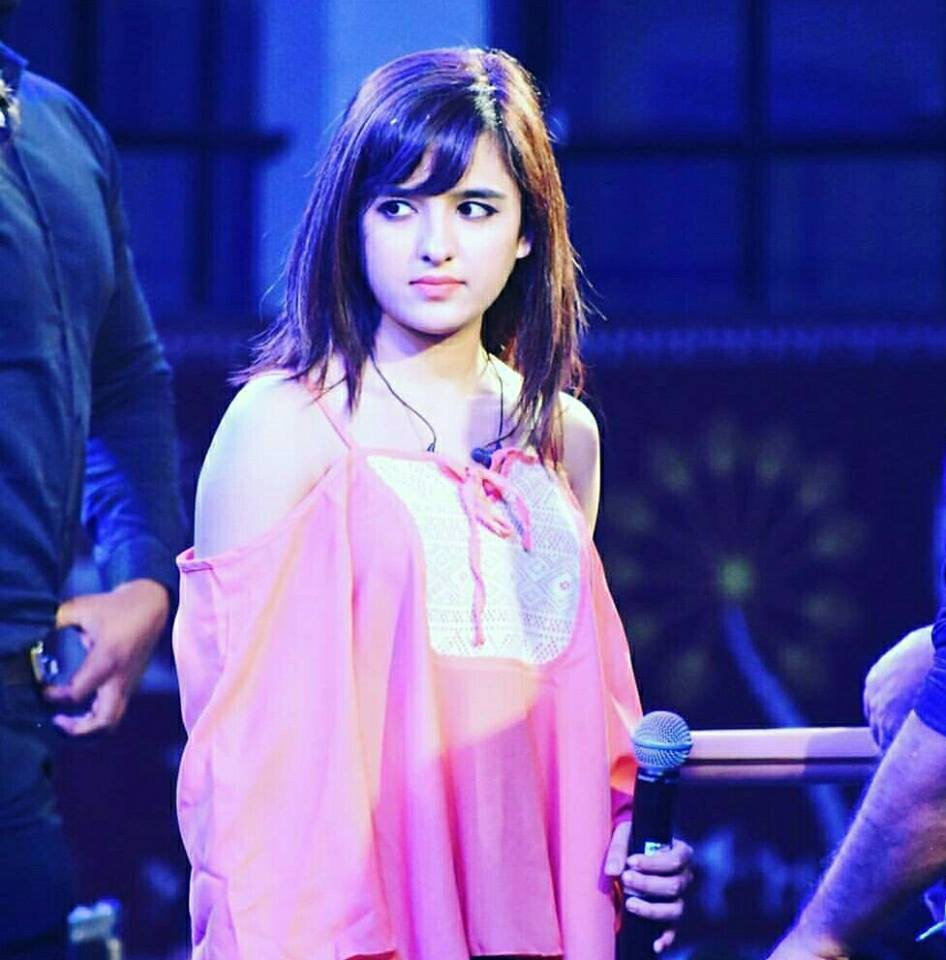 Shirley Setia New Wallpapers On Stage