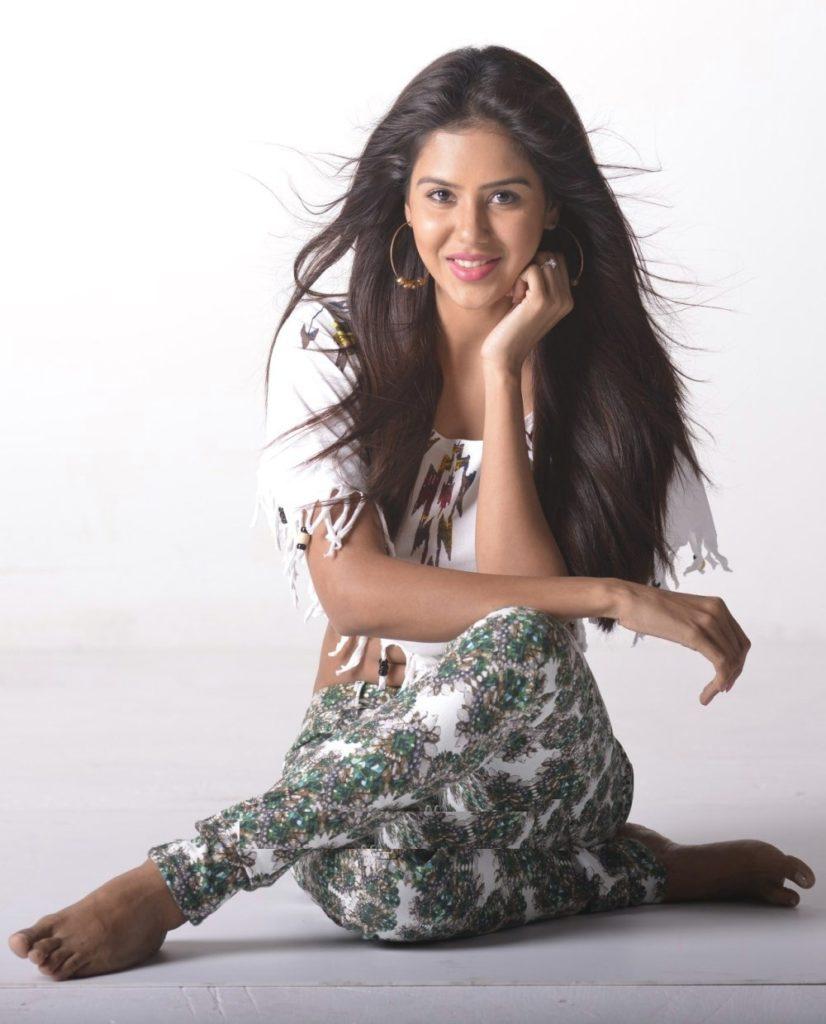 Sonam Bajwa Hot In Jeans Top