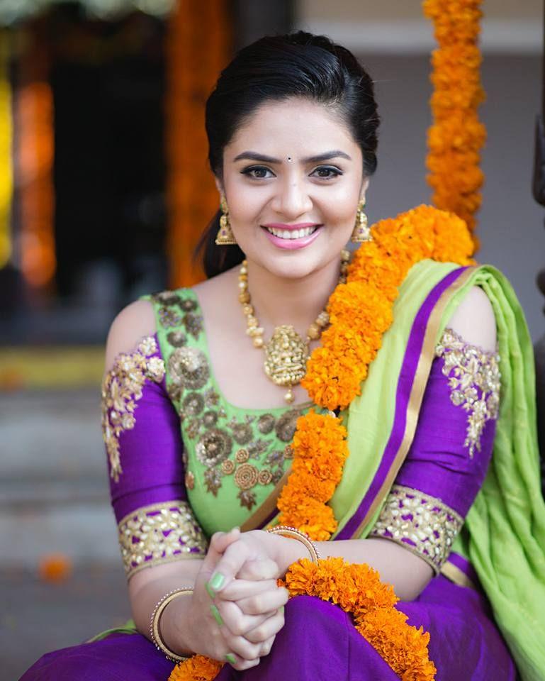 Sreemukhi In Saree HD Photos