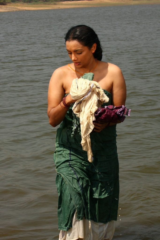 Swetha Menon Cute Pics In Water