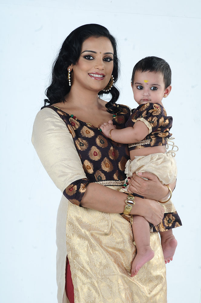Swetha Menon Hot Images With Baby