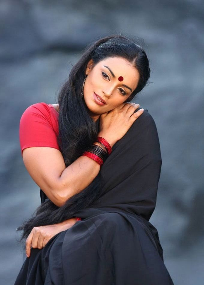 Swetha Menon Hot In Saree Photos