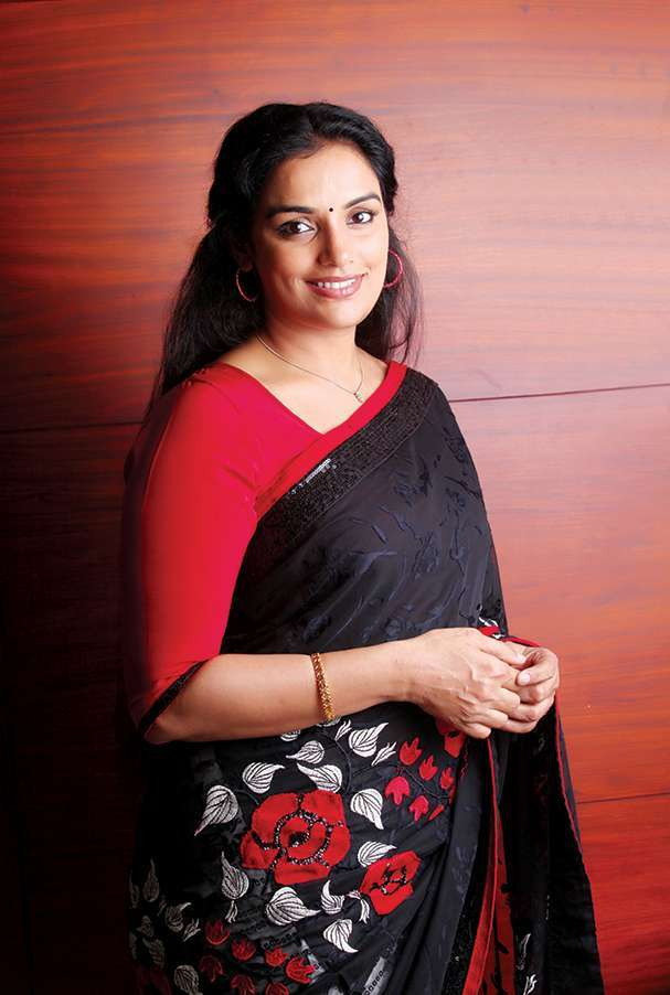 Swetha Menon Hot In Saree Pics
