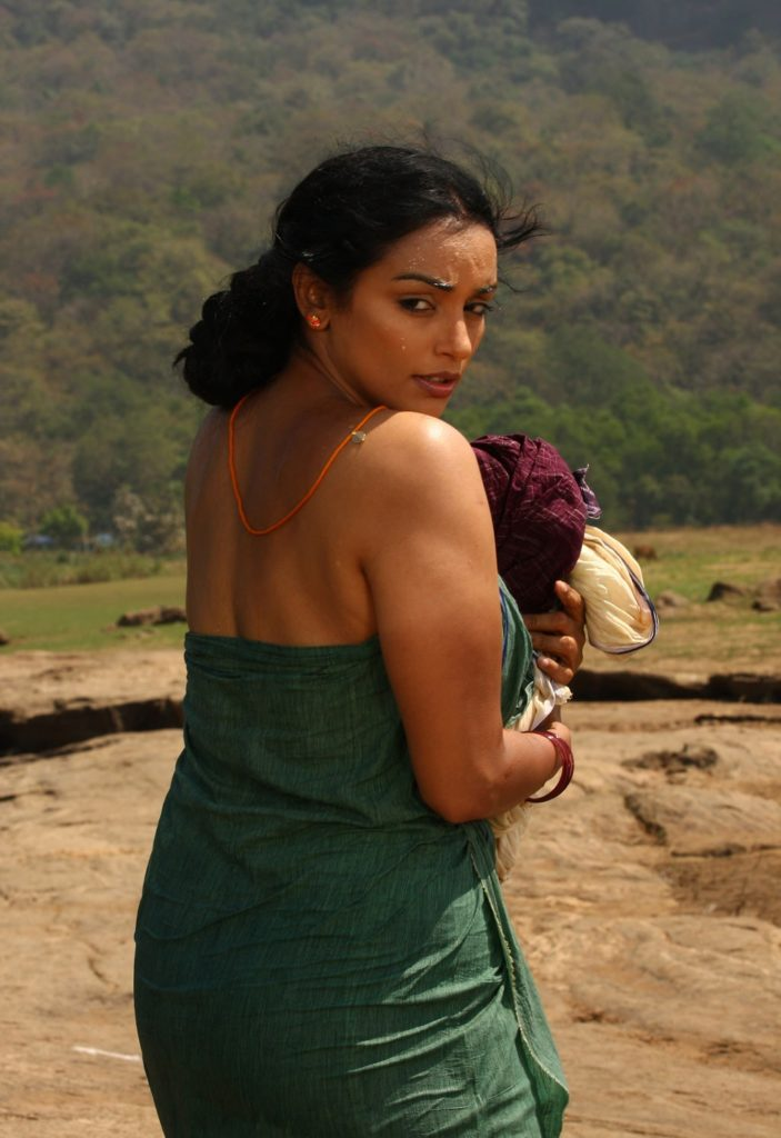 Swetha Menon Hot Pics In Backless Clothes