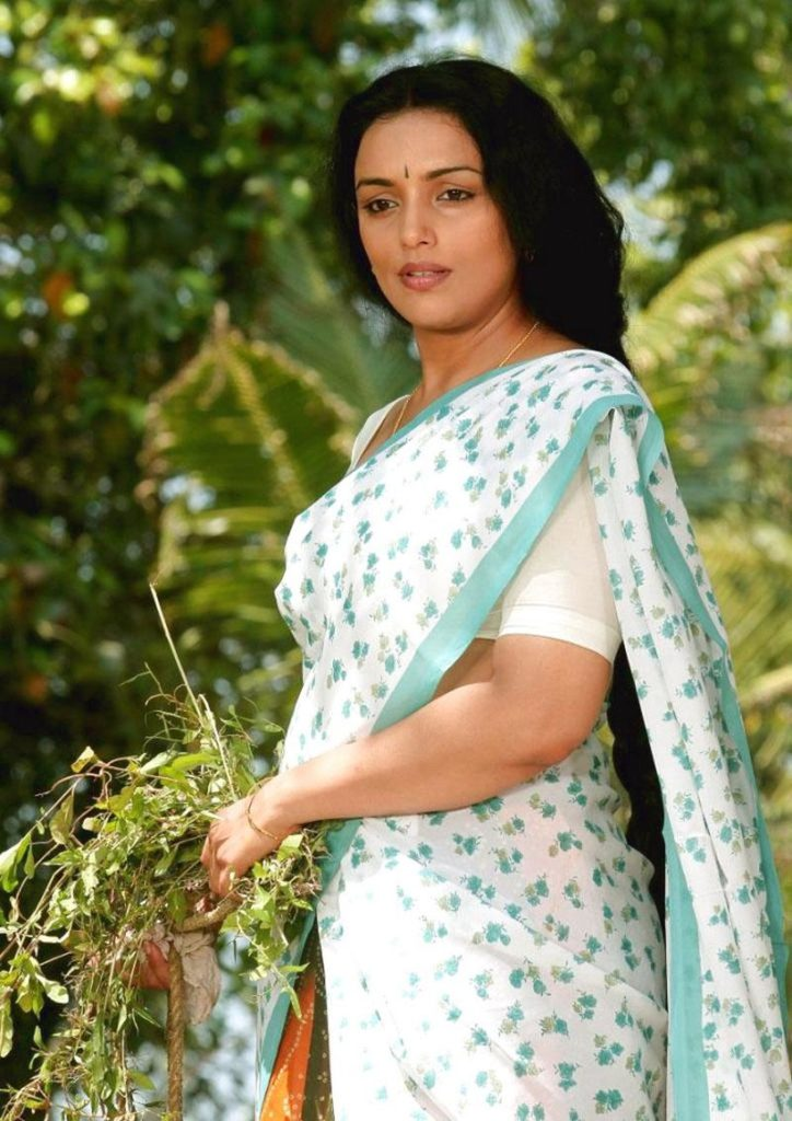 Swetha Menon Hot Wallpapers Gallery