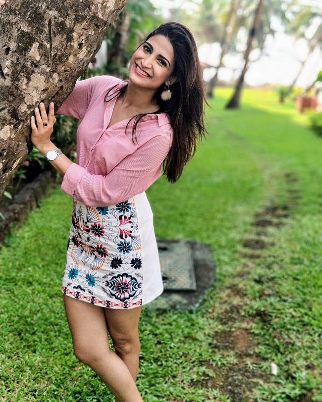 Aahana Kumra Hot HD Sexy Legs Pics