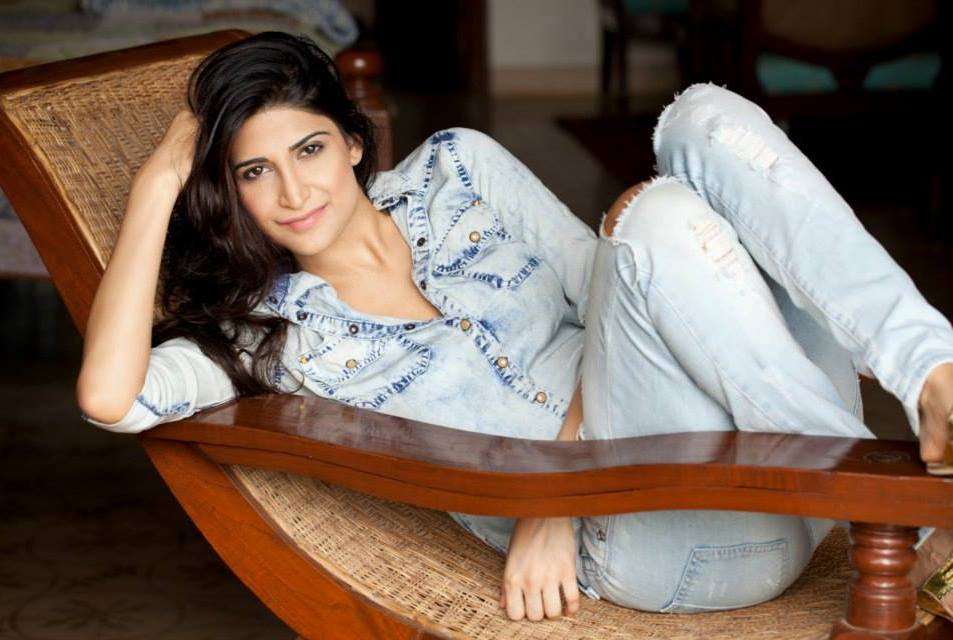 Aahana Kumra In Jeans Top Images
