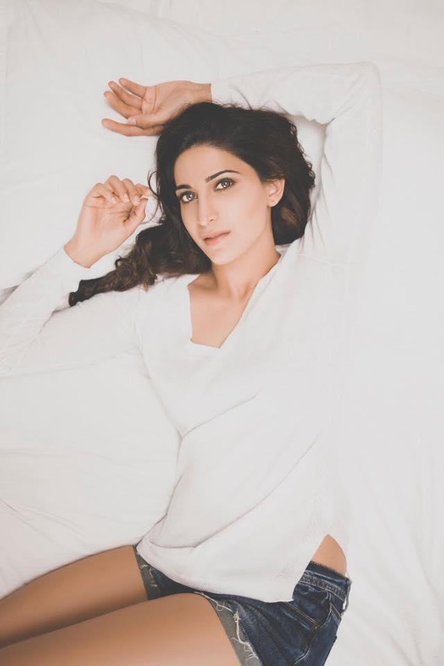 Aahana Kumra Sexy Photos