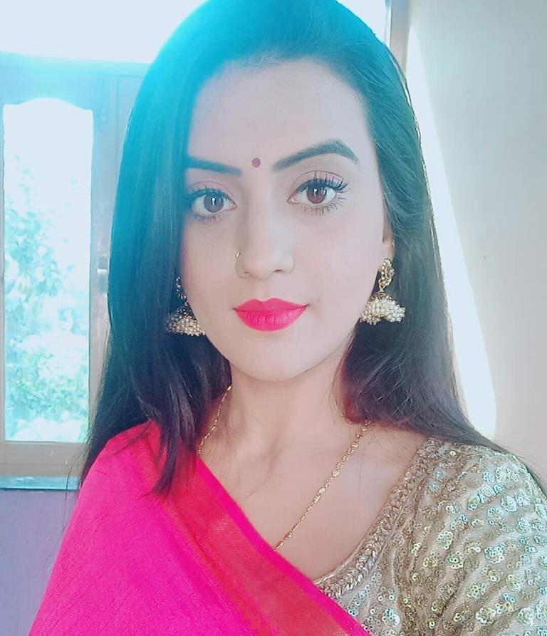 Akshara Singh Cute Lips Pics