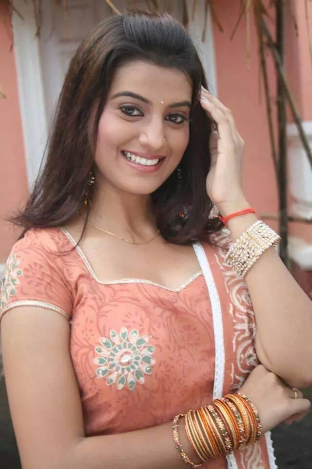 Akshara Singh Cute Smile Pics