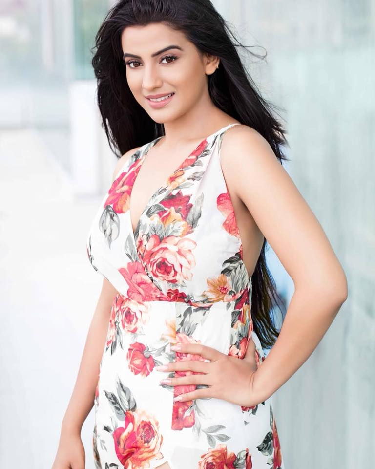 Akshara Singh Hot And Sexy Pics