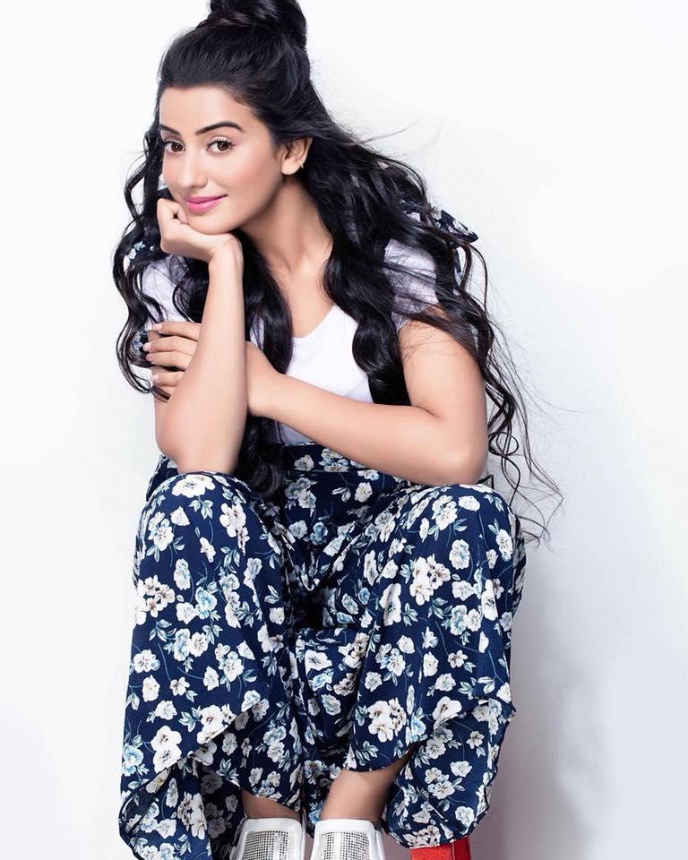 Akshara Singh Hot Photos