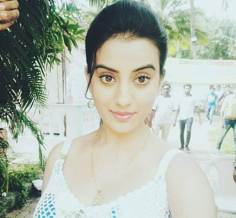 Akshara Singh Latest Selife Pics