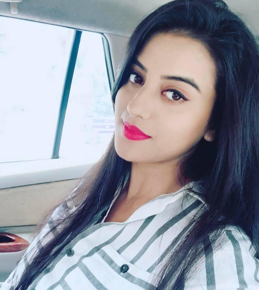 Akshara Singh Sexy Eyes Images