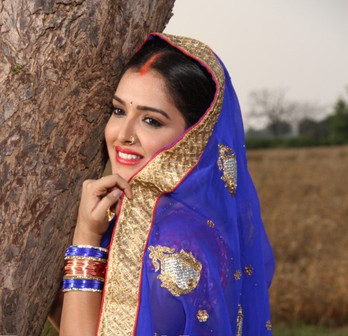 Amrapali Dubey In Saree Images