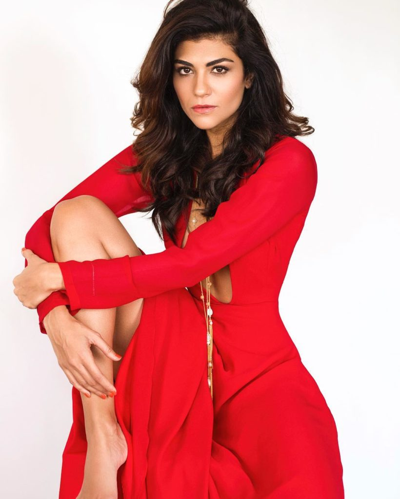 Archana Vijaya Bold Sexy Legs Pics