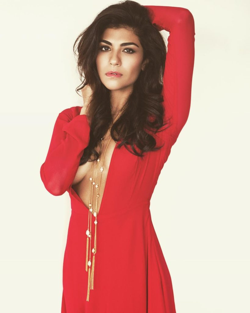 Archana Vijaya Hot Pics In Topless Clothes