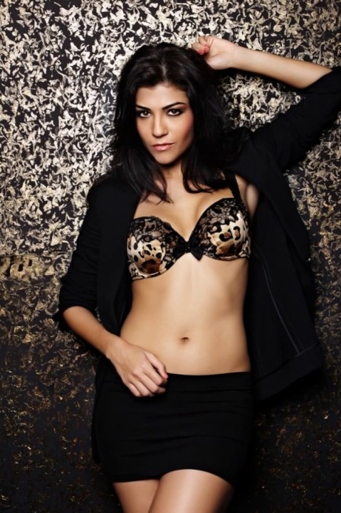 Archana Vijaya Navel Pics In Bra Panty