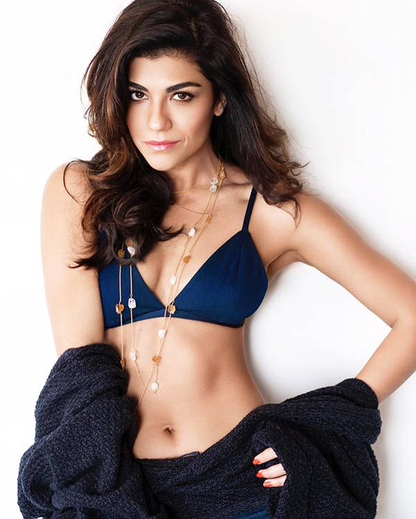 Archana Vijaya Navel Pics In Bra