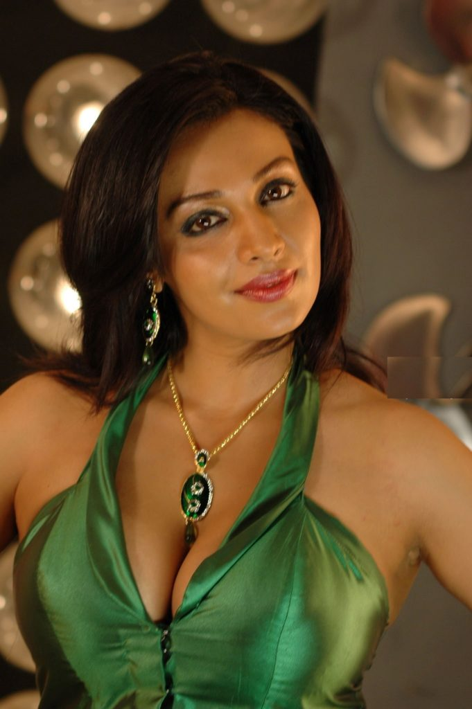 Asha Saini Cute Pics Gallery