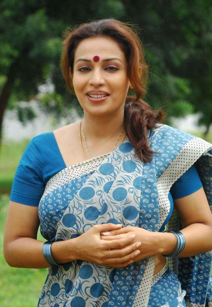 Asha Saini Full HD In Saree Images
