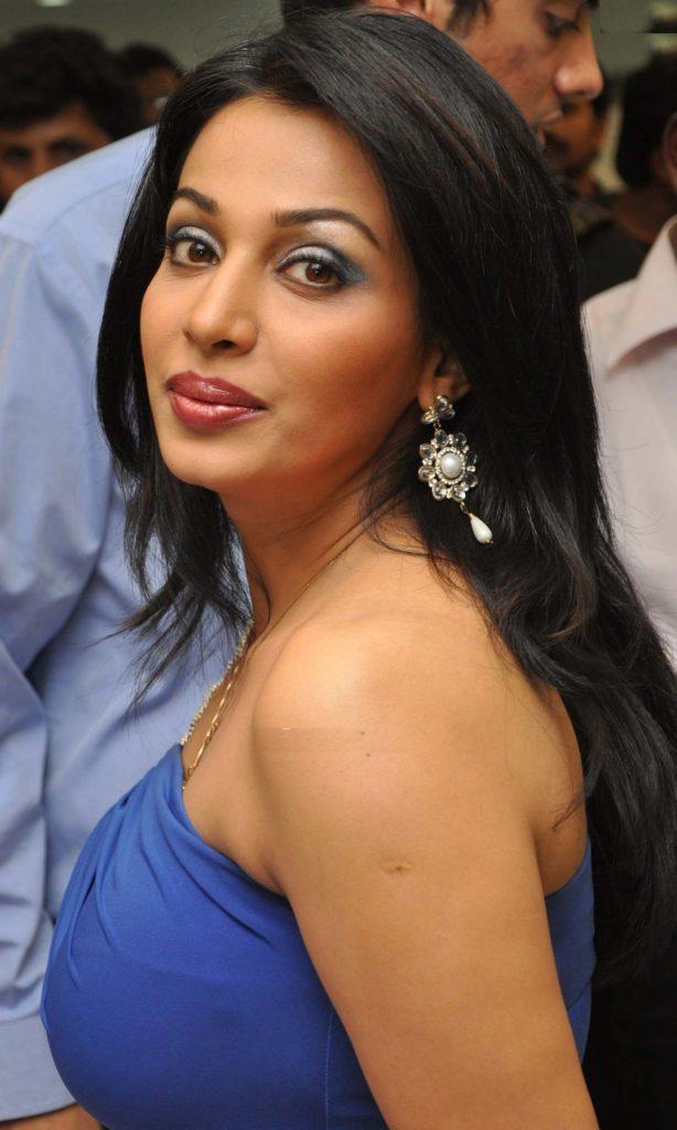 Asha Saini HD Offsholder Clothes Images