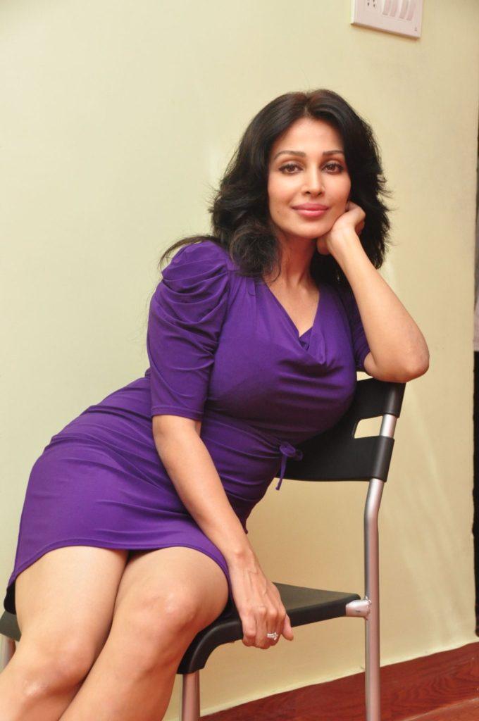 Asha Saini In Bikini Pics