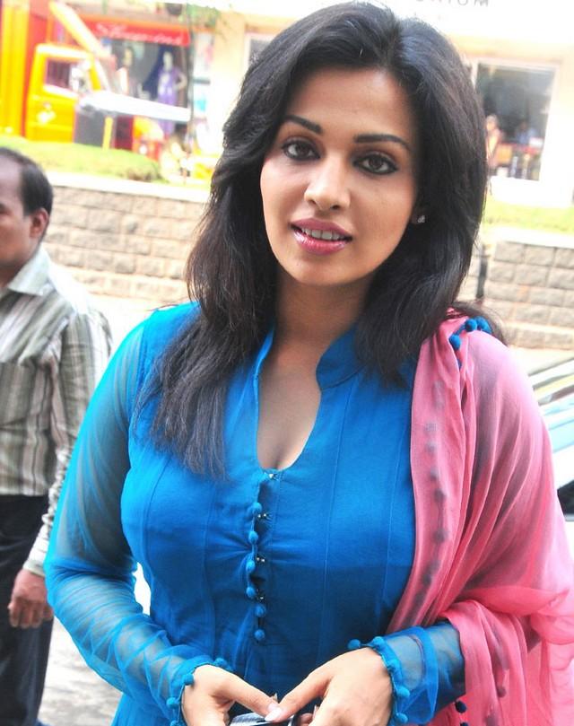 Asha Saini In Salwar Kameez Photos