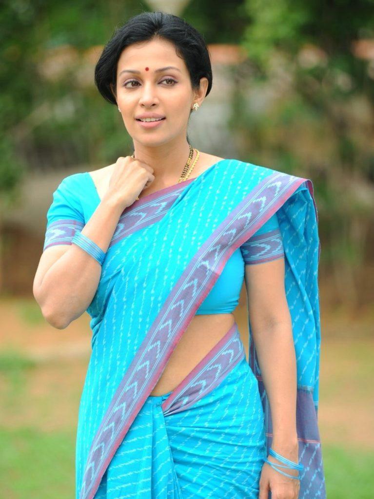 Asha Saini In Saree Photos